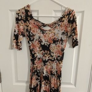 ❗LAST CALL❗Short Floral Tied-Back Dress